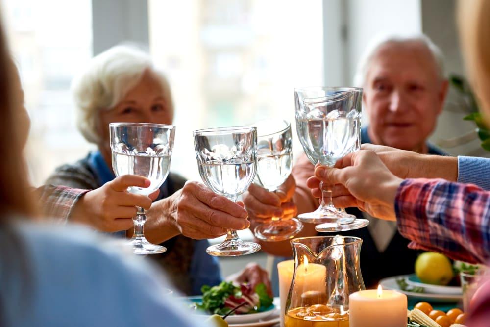 Residents toasting over breakfast at Estancia Senior Living in Fallbrook, California