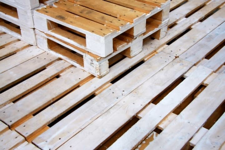 wood pallets to put down in storage unit to protect items