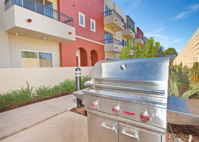 Barbecue area at IMT Townhomes at Magnolia Woods in Sherman Oaks, CA