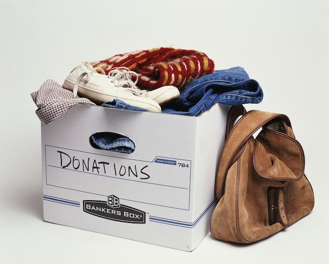 declutter-donate-clothes