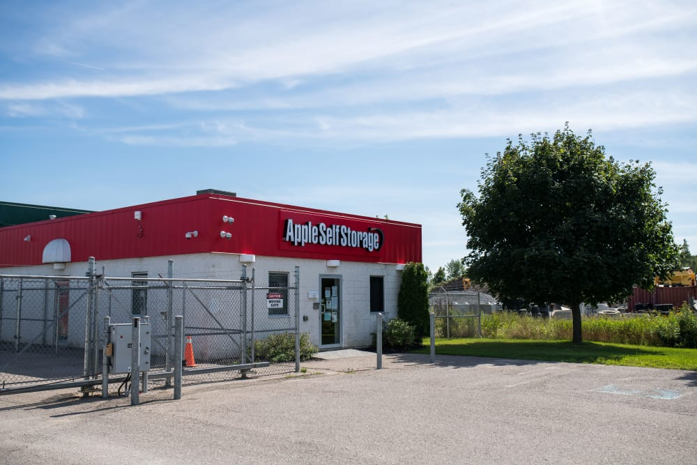 Exterior view of Apple Self Storage - Midland