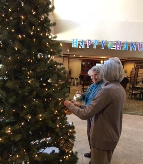 Merrill Gardens at The University decorating the tree together