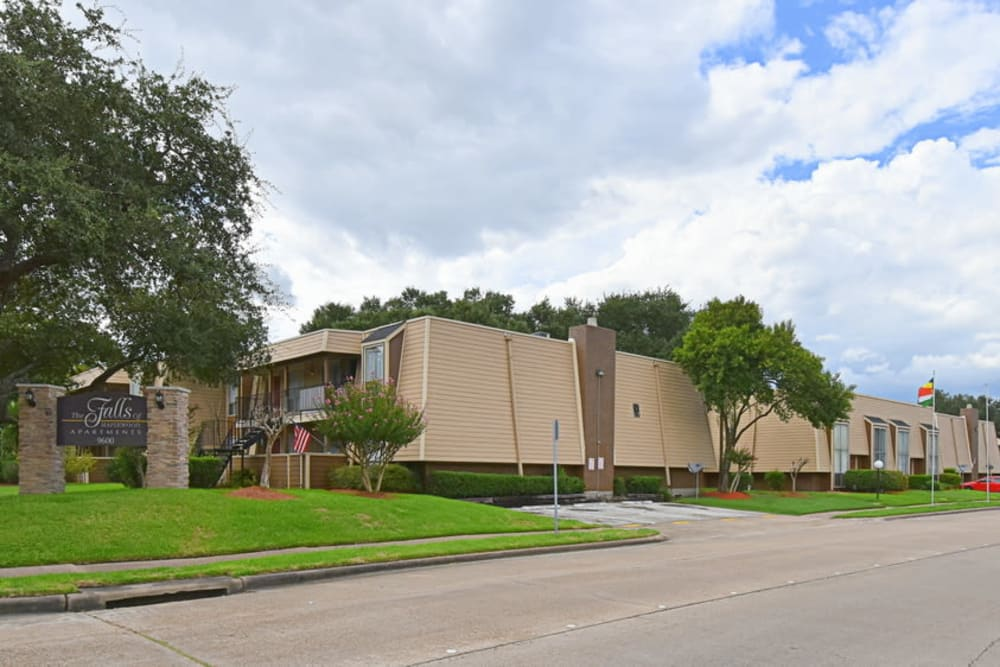 Falls of Maplewood Apartments street view in Houston, Texas