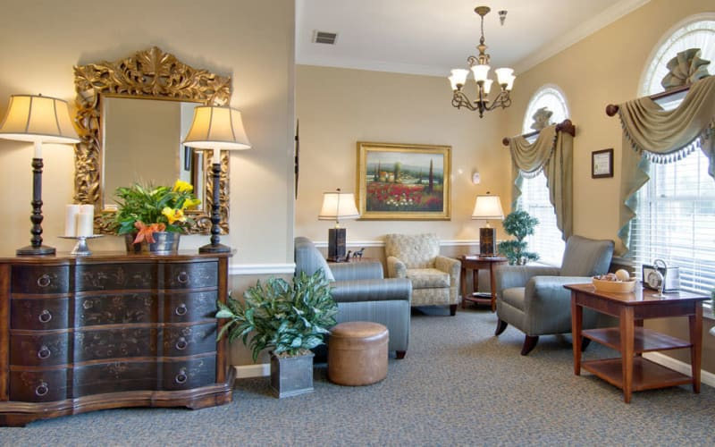 A lounge at The Arbors at Dunsford Court in Sullivan, Missouri