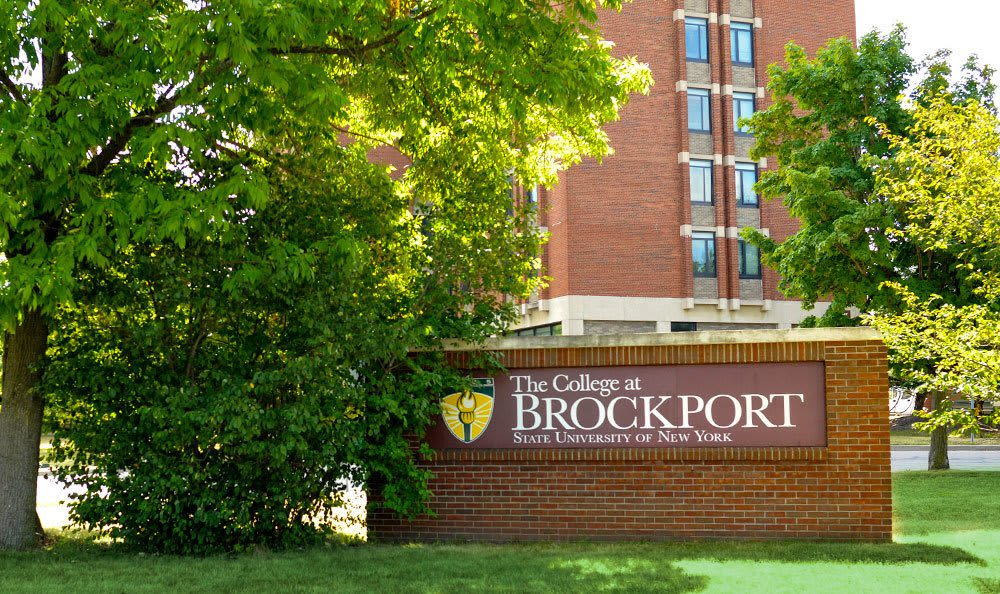Sign to Brockport Crossings Apartments & Townhomes in Brockport, New York