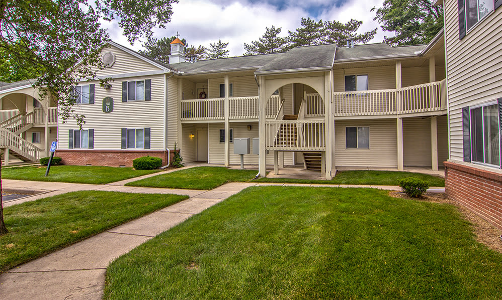 Beautiful apartments building at Steeplechase Apartments & Townhomes in Toledo, Ohio