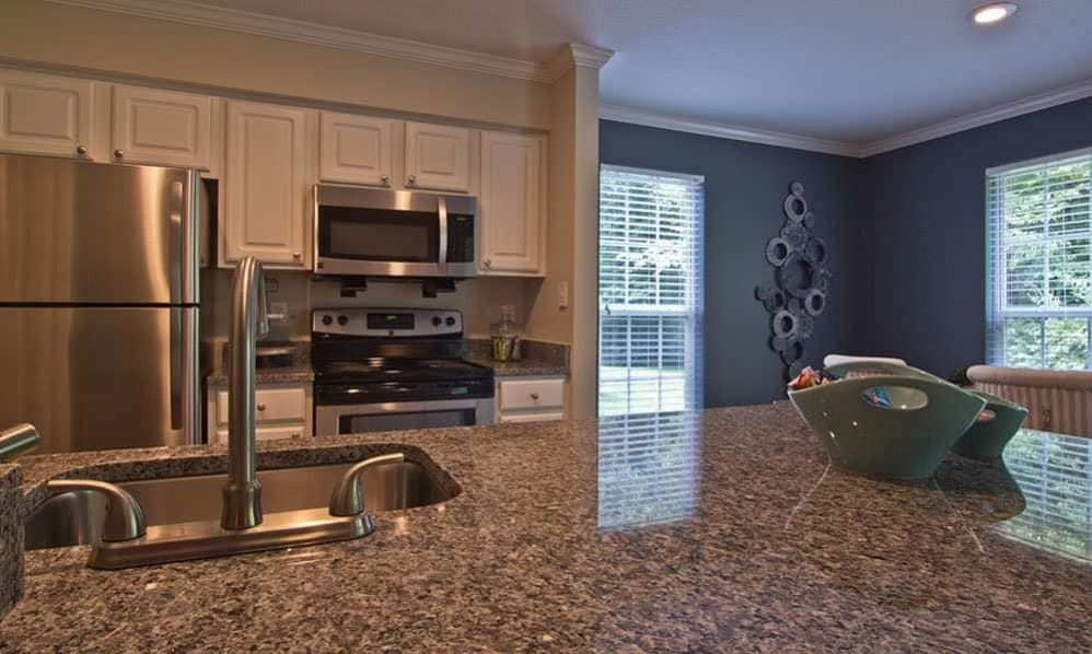 Fully-equipped kitchen at The Woods at Polaris Parkway in Westerville, Ohio