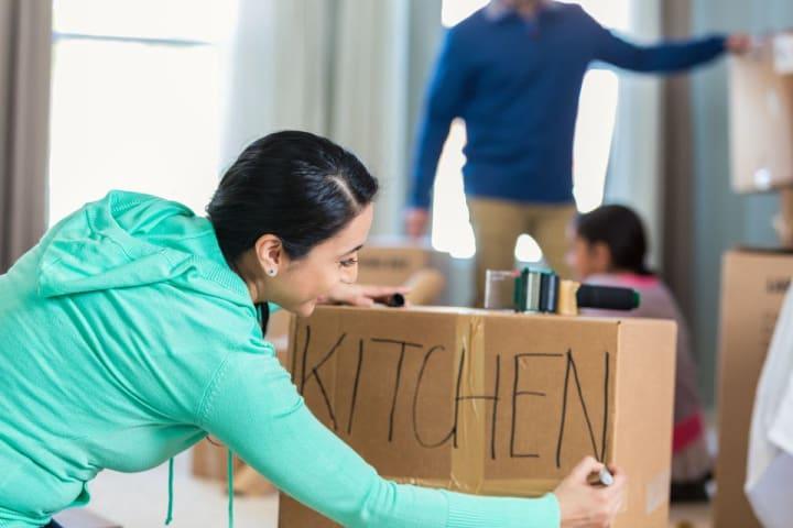 kitchen_packing-532121432-59074b025f9b5810dc8fd351
