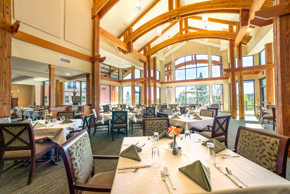The grand dining room at Touchmark at Mount Bachelor Village in Bend, Oregon