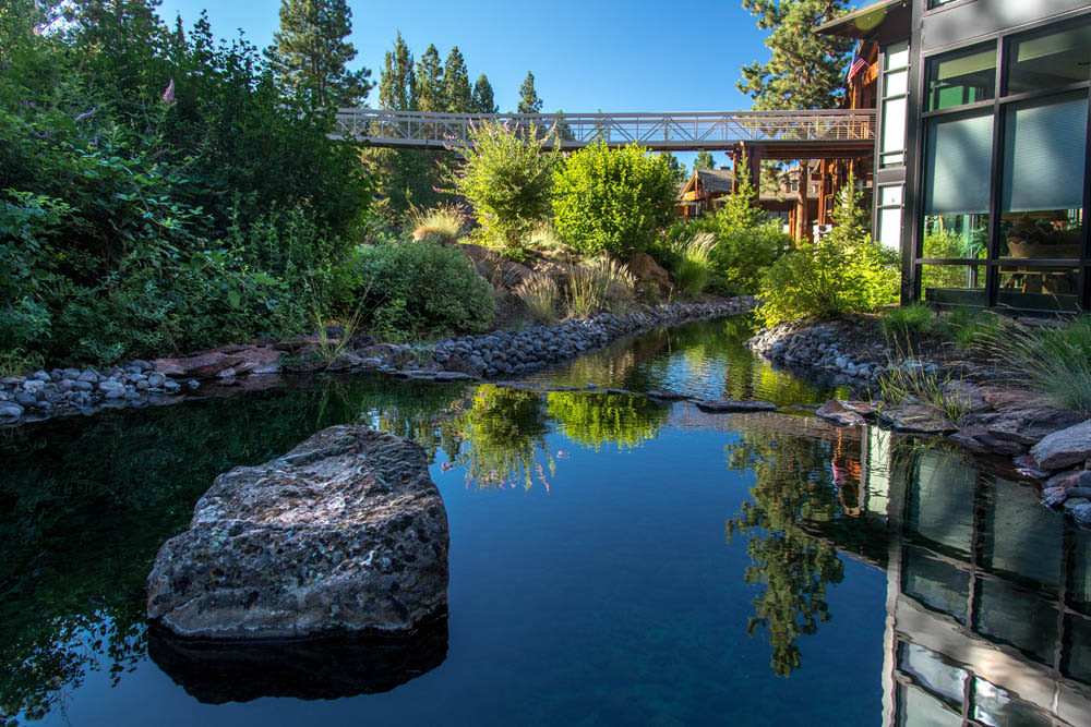 A stunning outdoor water feature at Touchmark at Mount Bachelor Village in Bend, Oregon