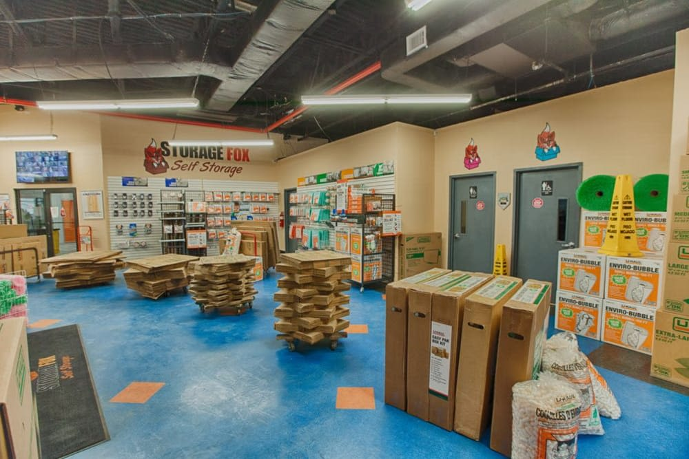 At Clutter Self-Storage in Brooklyn, New York we offer all of the moving and packing supplies you need to help your upcoming move go smoothly!