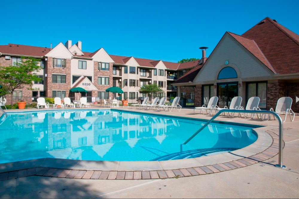 Swimming pool at Oaks Lincoln Apartments & Townhomes in Edina, Minnesota