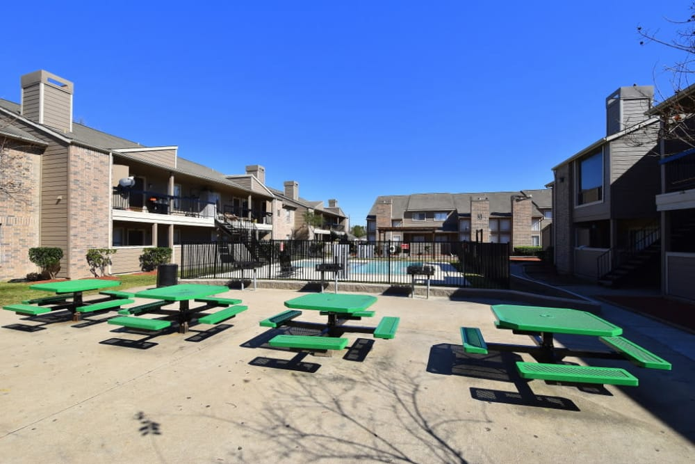 Picnic places at Green Meadows Apartments