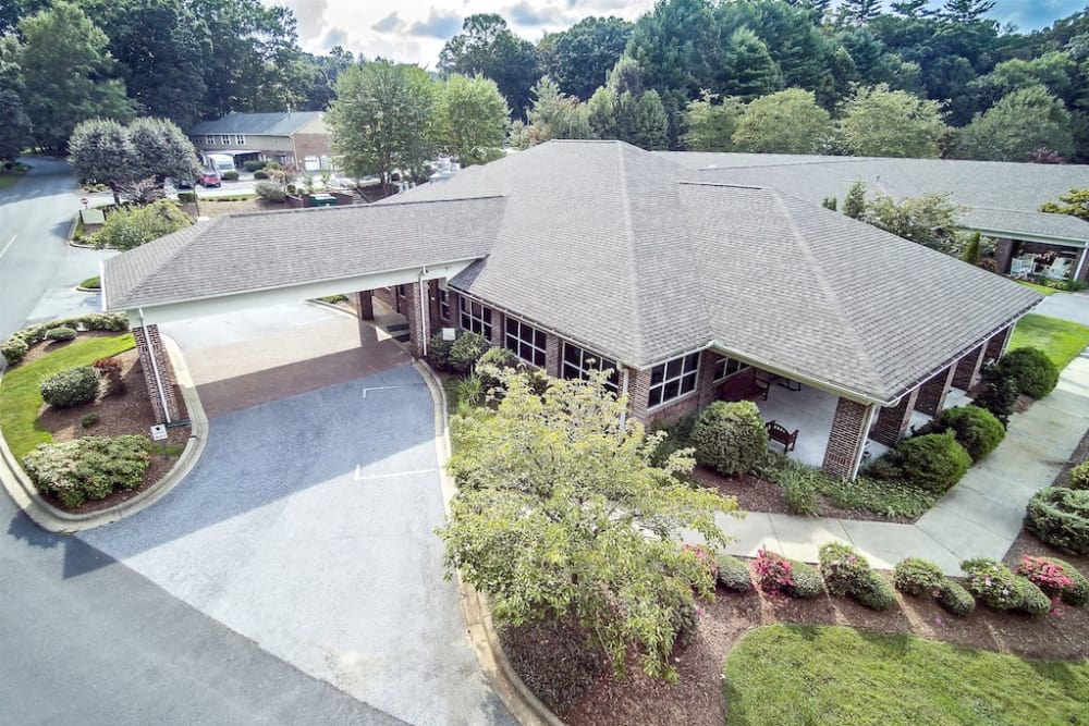 Aerial IL Dining Rm at Pacifica Senior Living Heritage Hills in Hendersonville, North Carolina
