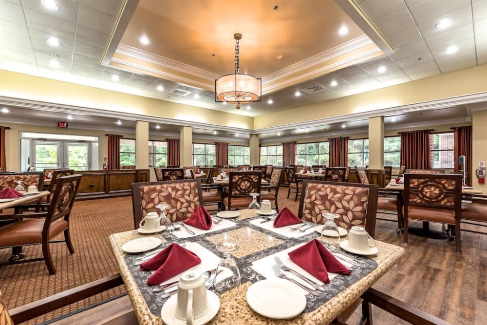 IL Dining Rm at Pacifica Senior Living Heritage Hills in Hendersonville, North Carolina