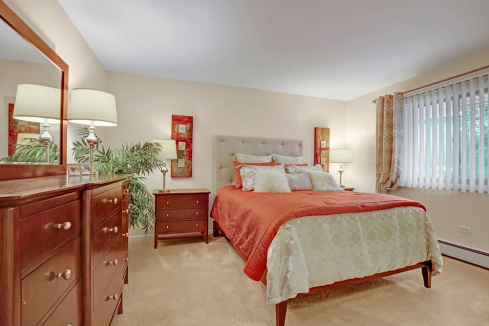 Nicely decorate bedroom at Blackhawk Apartments in Elgin, Illinois