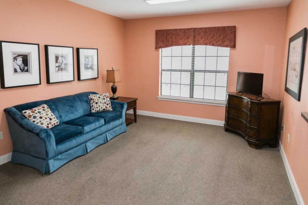 Cozy sitting room at RockBrook Memory Care in Lewisville, Texas