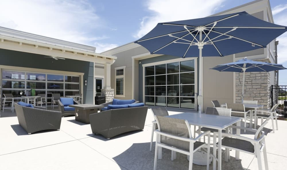 outdoor lounge area at Springs at Country Club Apartments in Lake Charles, LA