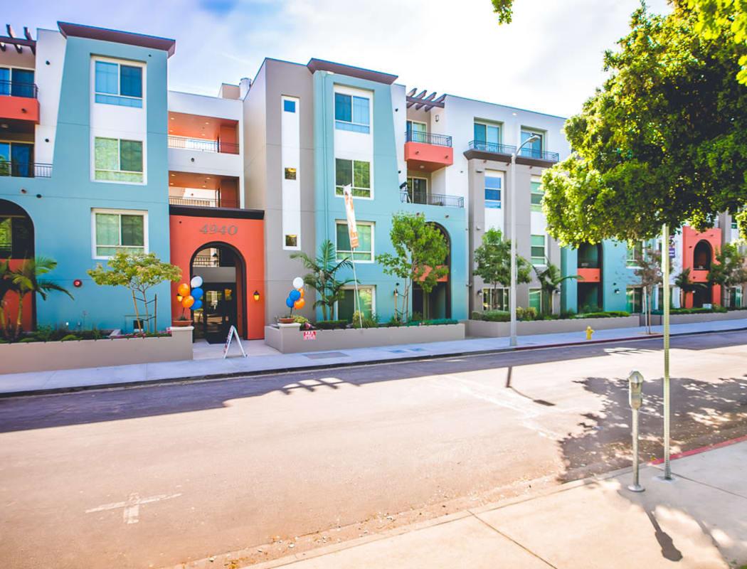 Exterior community view at IMT Park Encino in Encino, CA