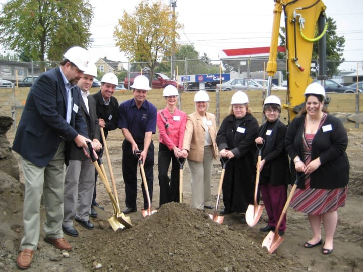 Groundbreaking for Merrill Gardens at The University