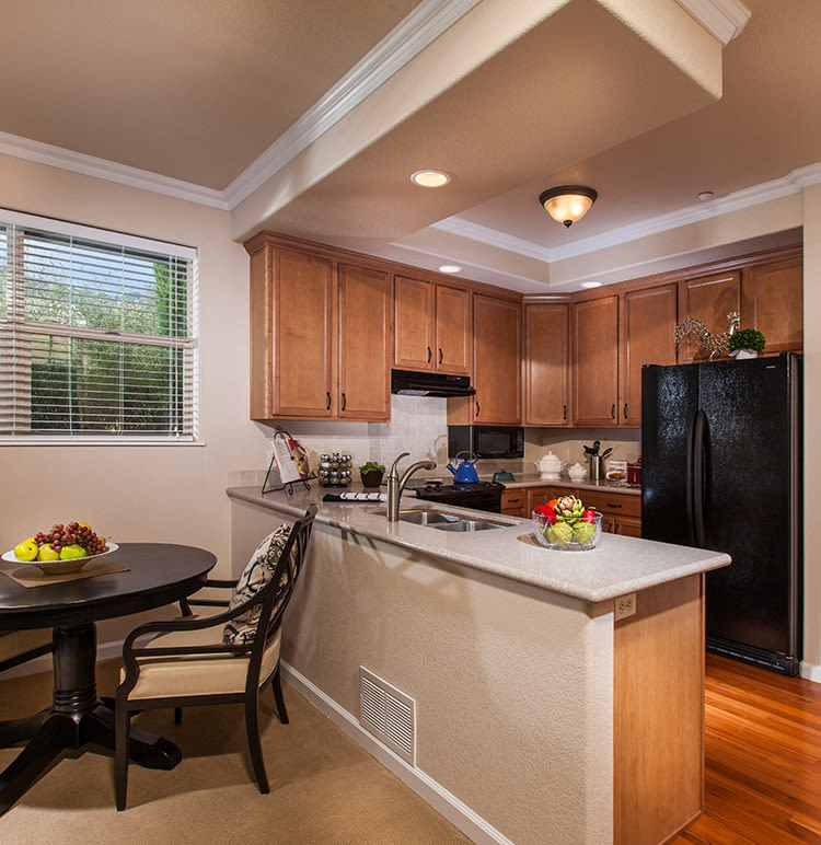Fully equipped kitchen at The Palisades at Broadmoor Park