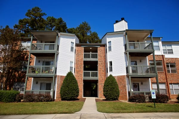 A beautiful apartment complex at Woodlake Reserve in Durham, North Carolina
