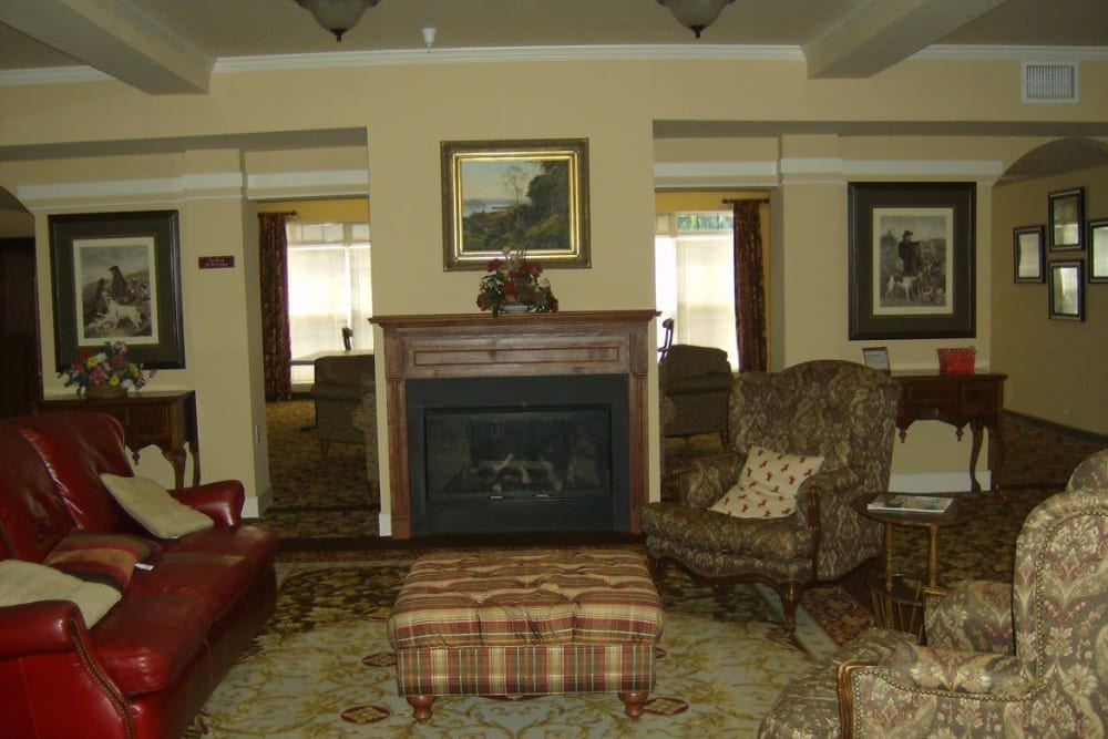 The resident lounge at Atlantic at Twin Hickory in Glen Allen, Virginia