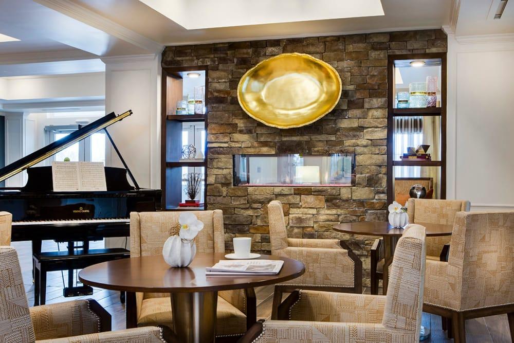 Lounge at Stonecrest at Burlington Creek in Kansas City
