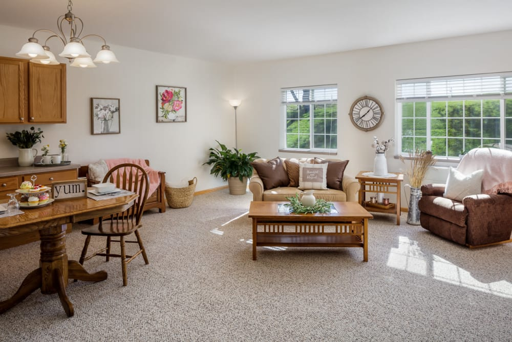 Spacious living room at Glenwood Place in Marshalltown, Iowa.