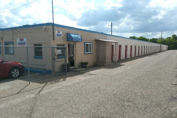 Front view of the leasing office at Tri Star Self Storage - Sanger in Waco, Texas