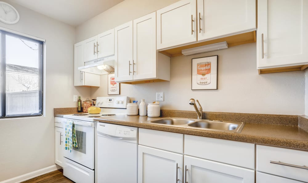 Beautiful kitchen at The Ranch at Bear Creek Apartments & Townhomes in Lakewood, Colorado