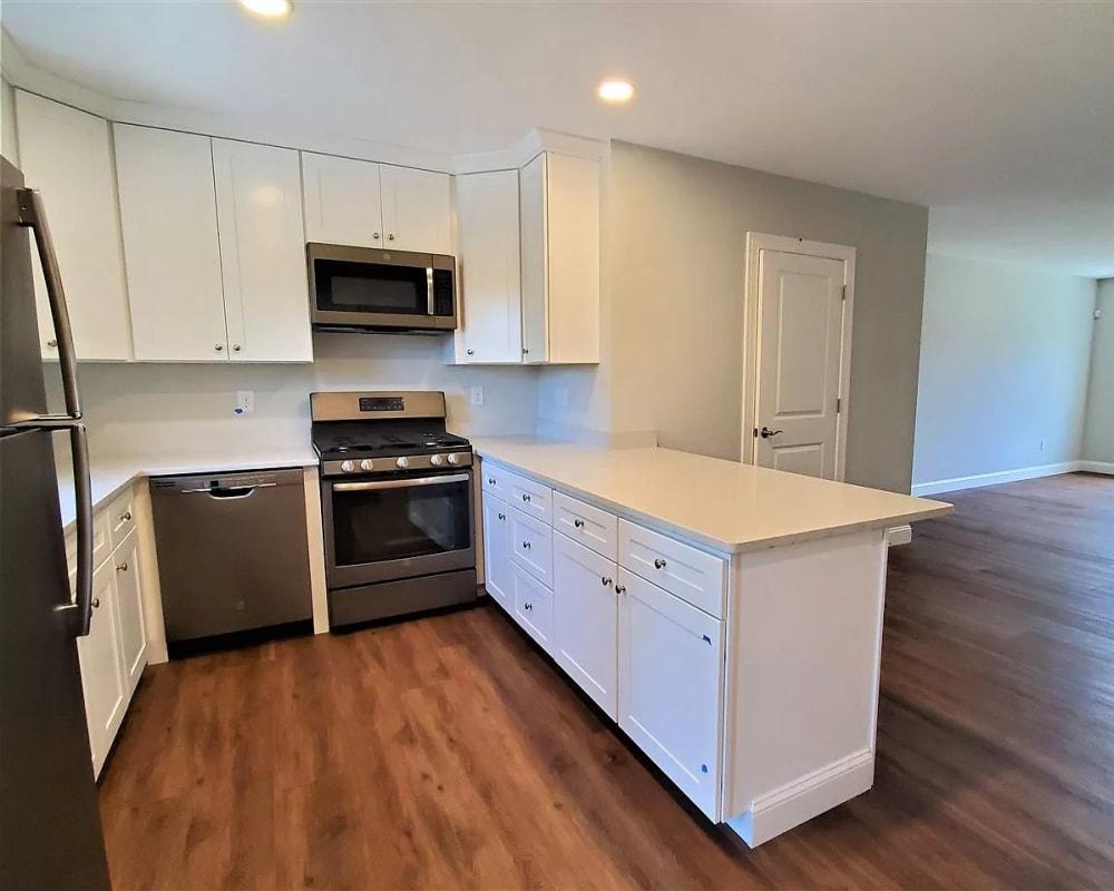 Modern kitchen at Eagle Rock Apartments at Nashua in Nashua, New Hampshire