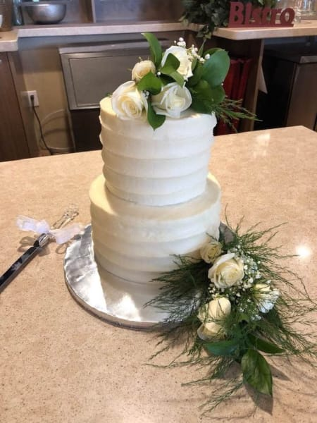 Wedding cake at Merrill Gardens Anthem AZ