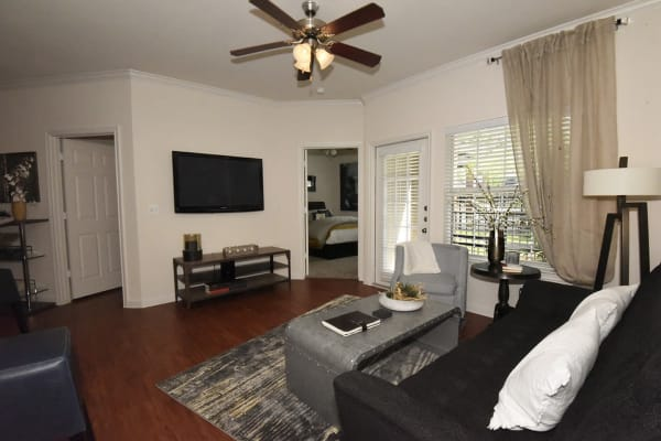 Augusta Meadows offers a spacious living room in Tomball, Texas