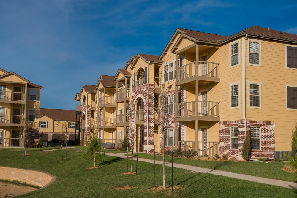 Apartment Exterior at Portico at Friars Creek Apartments in Temple, Texas