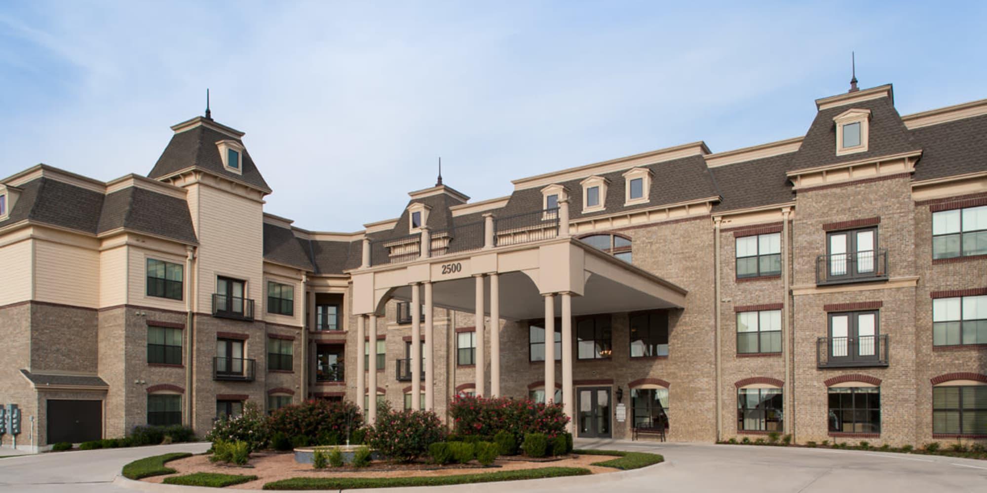 Lewisville senior living community with wonderful amenities