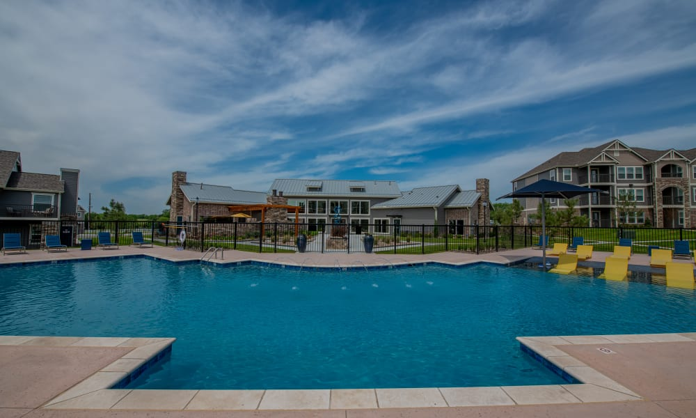Beautiful resort-style pool with zero entry at Cottages at Crestview in Wichita, Kansas