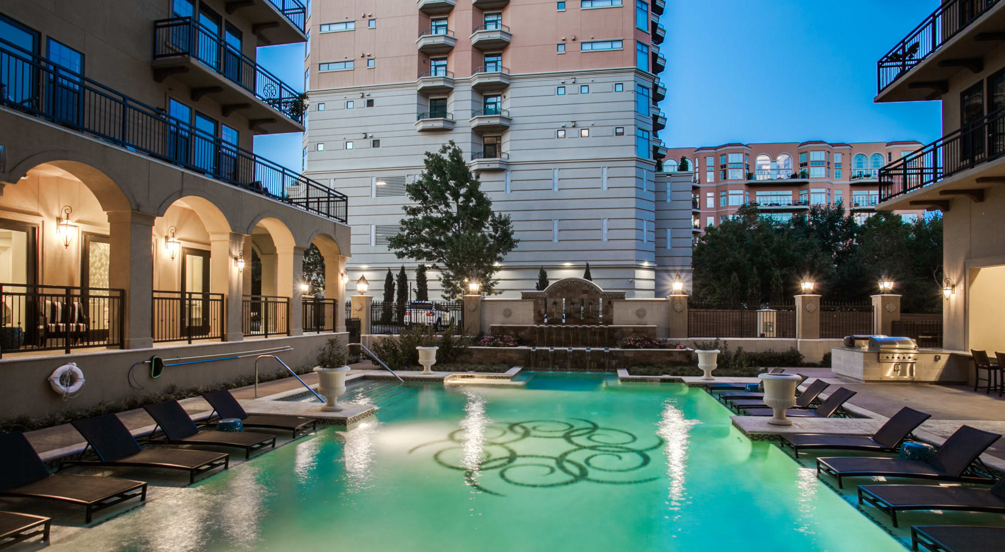 Apartments at Cantabria at Turtle Creek in Dallas, Texas