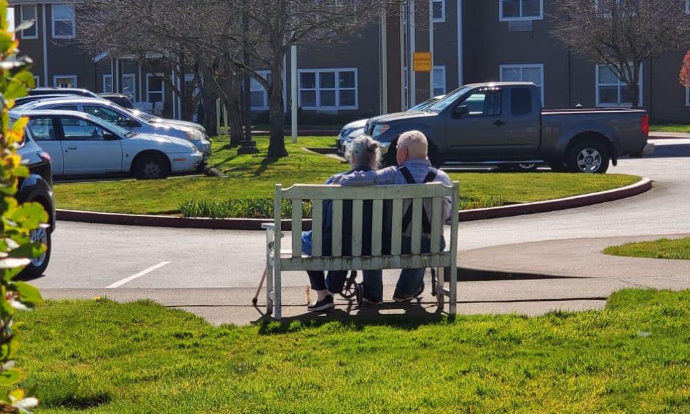 Couple at Heron Pointe Senior Living in Monmouth, Oregon