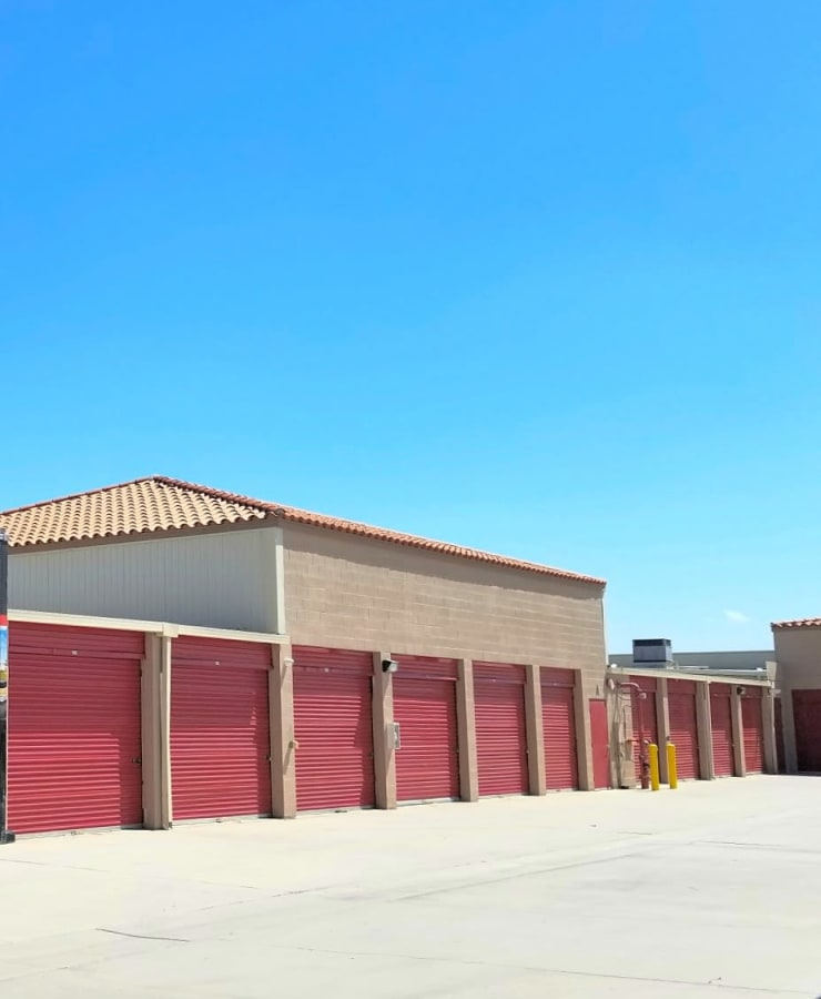 Facade and outdoor units at StorQuest Self Storage in La Quinta, California