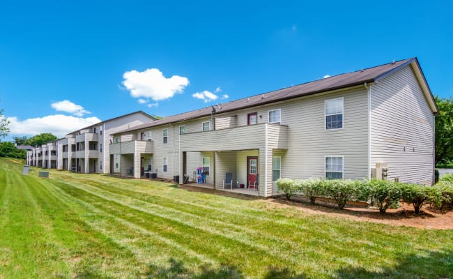 Large grass lawns at Sharon Pointe Apartment Homes in Charlotte, North Carolina