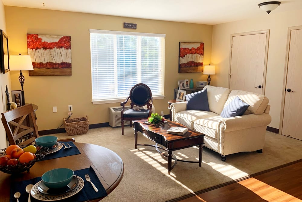 Living Room at Maple Ridge Senior Living in Ashland, Oregon