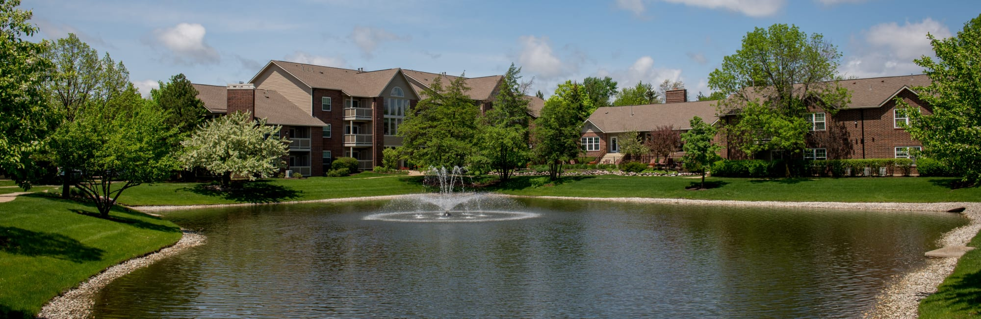 Apartments at The Lakes of Schaumburg in Schaumburg, Illinois