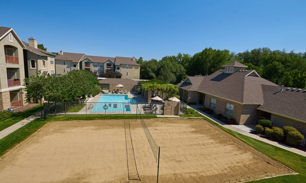 Swimming pool at Preston Hollow Apartments