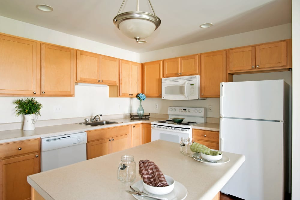 Fully equipped kitchen at Hampton Run in Glenville, NY