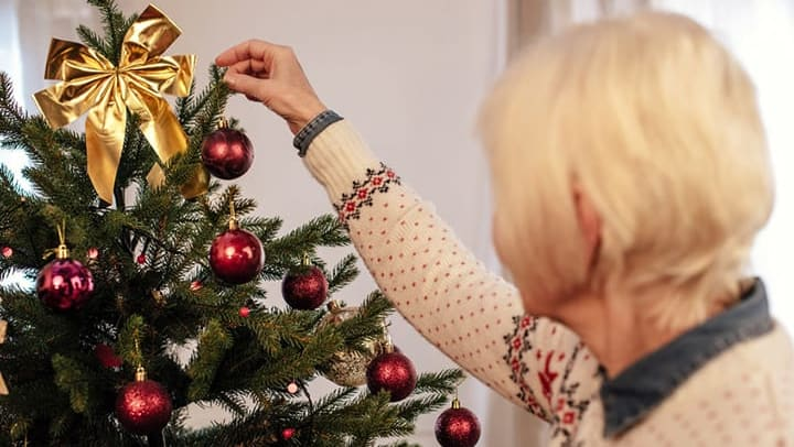 Adjusting holiday activities for a loved one with dementia