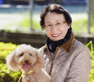 Pet therapy at Waltonwood University in Rochester Hills, MI