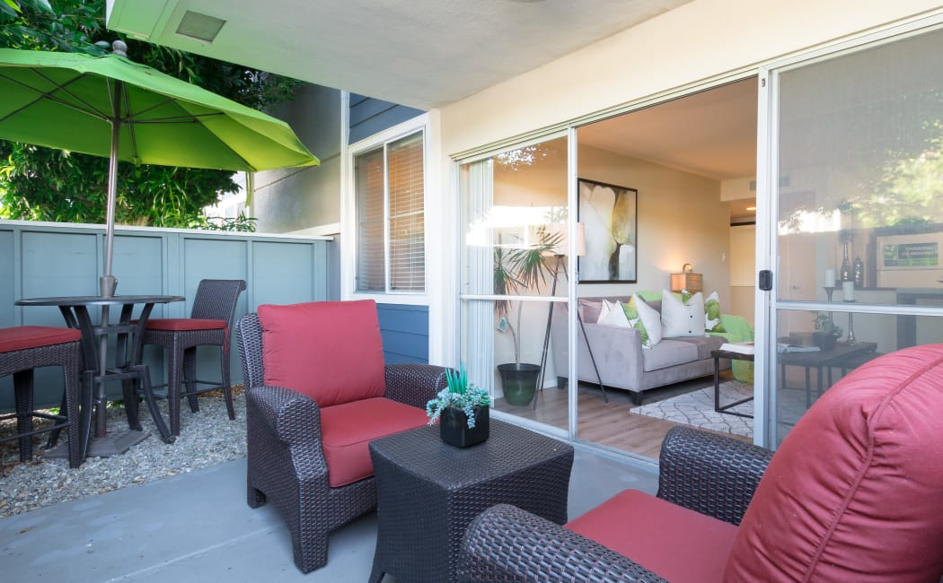 Alameda Apartments & Townhomes | Summer House Apartments