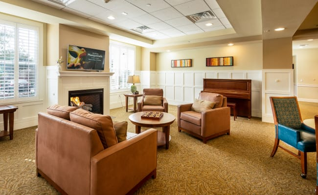 living room setting at MacArthur Hills in Irving, Texas