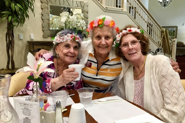 Residents of Springwood Landing Gracious Retirement Living in Vancouver, Washington at a dinner party